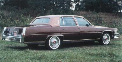 Прикрепленное изображение: `79 Cadillac Fleetwood Brougham Rear View.jpg