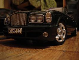 Прикрепленное изображение: Bentley Arnage T 2002 by Minichamps_1.JPG
