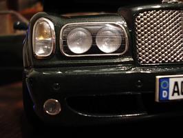 Прикрепленное изображение: Bentley Arnage T 2002 by Minichamps_4.jpg