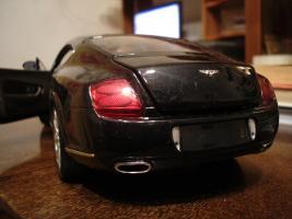 Прикрепленное изображение: Bentley Continental GT by Minichamps_3.JPG