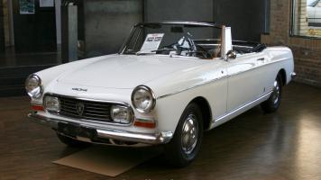 Прикрепленное изображение: 1961-404-cabriolet-13.jpg