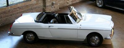 Прикрепленное изображение: 1961-404-cabriolet-14.jpg