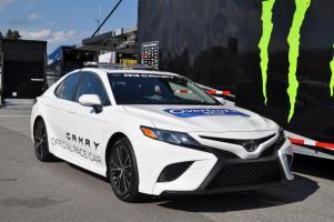 Прикрепленное изображение: NASCAR-pace-car-Overtons-301-2017-1.jpg