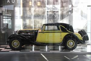 Прикрепленное изображение: Horch_V_12_Cabriolet_670_-_Seite_(museum_mobile_2013-09-03).JPG
