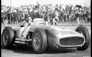 Прикрепленное изображение: Juan Manual Fangio Winner Argentina GP 1955 Juan Manual Fangio.jpg
