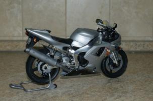 Прикрепленное изображение: 112 Yamaha YZF-R1 Taira Racing Tamiya (2).JPG
