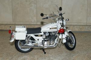Прикрепленное изображение: 112 Suzuki GSX 750 Police Tamiya (2).JPG