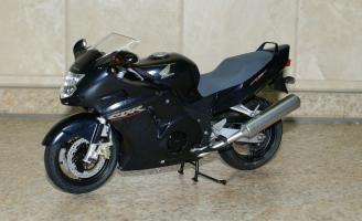 Прикрепленное изображение: 112 Honda CBR1100XX Super Blackbird Tamiya (1).JPG