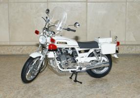 Прикрепленное изображение: 112 Suzuki GSX 750 Police Tamiya (1).JPG