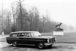 Прикрепленное изображение: Coune_Mercedes_220SE_Shooting_Estate_1963.jpg