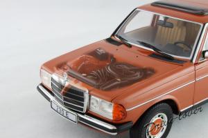 Прикрепленное изображение: Mercedes-Benz 230 E W123 Revell 08407 9091 (170233)_11.jpg
