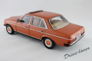Прикрепленное изображение: Mercedes-Benz 230 E W123 Revell 08407 9091 (170233)_13.jpg