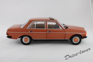Прикрепленное изображение: Mercedes-Benz 230 E W123 Revell 08407 9091 (170233)_03.jpg