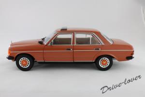 Прикрепленное изображение: Mercedes-Benz 230 E W123 Revell 08407 9091 (170233)_02.jpg