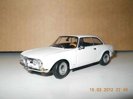 Прикрепленное изображение: Colobox_Alfa-Romeo_1750_GT_Veloce_AutoArt~01.jpg
