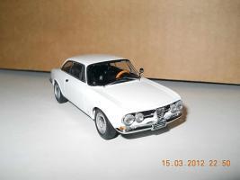 Прикрепленное изображение: Colobox_Alfa-Romeo_1750_GT_Veloce_AutoArt~03.jpg