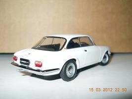 Прикрепленное изображение: Colobox_Alfa-Romeo_1750_GT_Veloce_AutoArt~02.jpg