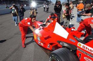 Прикрепленное изображение: 2001-Indianapolis-F2001-Schumacher 3.jpg