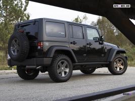 Прикрепленное изображение: Jeep-Wrangler-Call-Of-Duty-Black-Ops-Edition-2010-102517937.jpg
