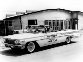 Прикрепленное изображение: autowp.ru_oldsmobile_98_convertible_indy_500_pace_car_1.jpg