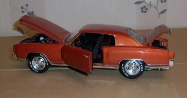 Прикрепленное изображение: Chevrolet Monte Carlo SS 1971 - Ertl (15).JPG