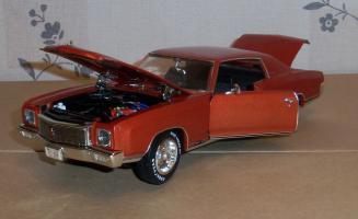 Прикрепленное изображение: Chevrolet Monte Carlo SS 1971 - Ertl (16).JPG