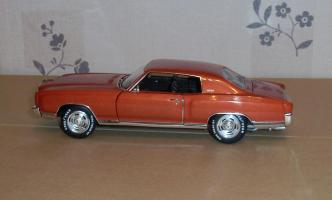 Прикрепленное изображение: Chevrolet Monte Carlo SS 1971 - Ertl (10).JPG