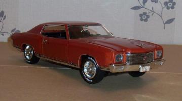 Прикрепленное изображение: Chevrolet Monte Carlo SS 1971 - Ertl (5).JPG