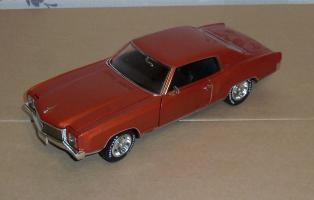 Прикрепленное изображение: Chevrolet Monte Carlo SS 1971 - Ertl (7).JPG