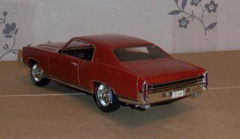 Прикрепленное изображение: Chevrolet Monte Carlo SS 1971 - Ertl (12).JPG
