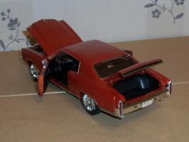 Прикрепленное изображение: Chevrolet Monte Carlo SS 1971 - Ertl (14).JPG