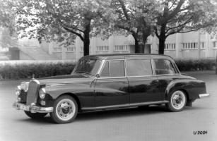 Прикрепленное изображение: Mercedes-Benz typ 300.jpg