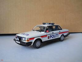 Прикрепленное изображение: Colobox_Volvo_240_Politi_Minichamps~01.jpg