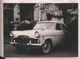 Прикрепленное изображение: Ford Zodiac.jpg