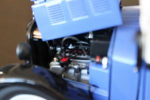 Прикрепленное изображение: BMW DA2 - Lieferwagen - motor.jpg