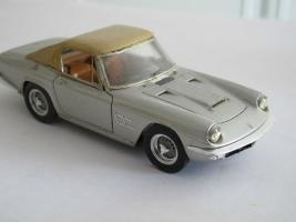 Прикрепленное изображение: Maserati Mistral mit Hardtop 1964 BBR.jpg