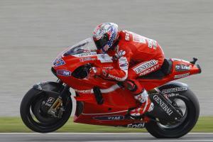 Прикрепленное изображение: Ducati-Corse-RM-Auction-Valentino-Rossi-GP10-CS1-03.jpg