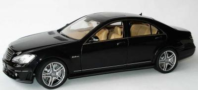Прикрепленное изображение: 1zu18_Mercedes-Benz_S_63_AMG_W221_schwarz_AUTOart_76242_20890_01.JPG