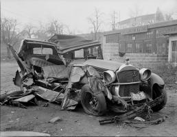 Прикрепленное изображение: photographs_of_Car_Accidents_happened_in_the_30s_in_Boston-1.jpg