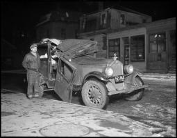 Прикрепленное изображение: photographs_of_Car_Accidents_happened_in_the_30s_in_Boston-24.jpg