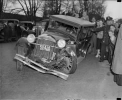 Прикрепленное изображение: photographs_of_Car_Accidents_happened_in_the_30s_in_Boston-14.jpg