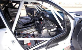 Прикрепленное изображение: the-carbon-fiber-shroud-vents-hot-air-out-of-the-cockpit-photo-354145-s-1280x782.jpg