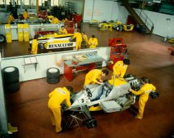 Прикрепленное изображение: renault_rs30_assembling__france_1981__by_f1_history-d6fw2dr.jpg