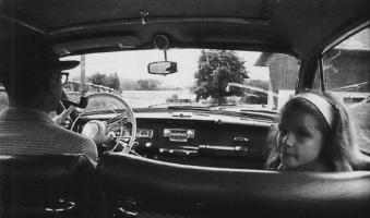 Прикрепленное изображение: Жорж Сименон с дочерью в авто.jpg