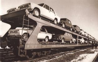 Прикрепленное изображение: Автомобили ВАЗ на платформе.jpg