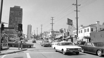 Прикрепленное изображение: 1965 Sunset Strip LA.jpg