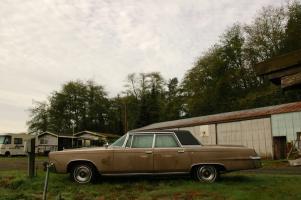 Прикрепленное изображение: 1965-Imperial-Crown-Sedan-4-door-hardtop-4.jpg