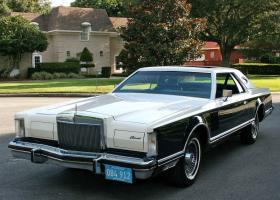 Прикрепленное изображение: 1979_Lincoln_Mark_V_Bill_Blass_designer_edition.jpg