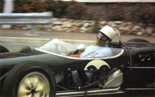 Прикрепленное изображение: Sir-Stirling-Moss-Monaco-1961-Lotus-18-s.jpg