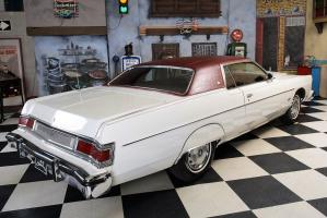 Прикрепленное изображение: 09 1976_Mercury_Marquis_6.6_Liter_Motor (23).jpg